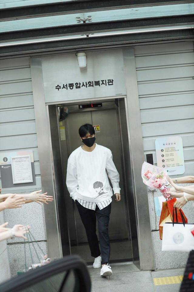 Bạn trai quốc dân Lee Min Ho: đi nhập ngũ mà vẫn mặc đẹp muốn xỉu - Ảnh 3.