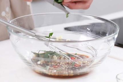 Mì lạnh kiểu Thái cực dễ làm cho bữa trưa ngày nóng - Ảnh 5.
