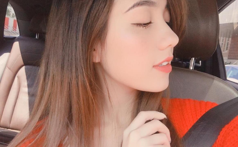 Góc nghiêng của hot girl đình đám và gái xinh trên Facebook: Ai đẹp hơn? - Ảnh 1.