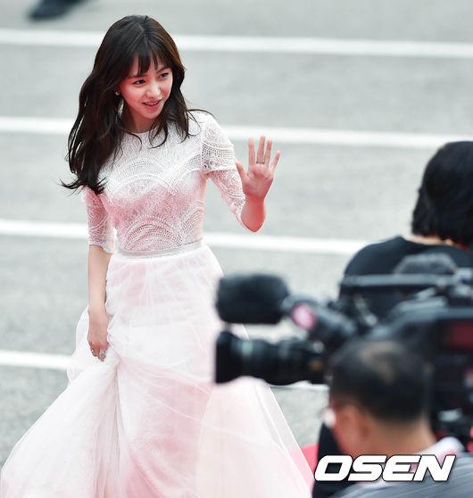 Thảm đỏ Korea Drama Awards: Hoa hậu Hàn đẹp nhất thế giới đẹp xuất sắc, nữ idol bỗng bật lên vì quá xinh - Ảnh 17.
