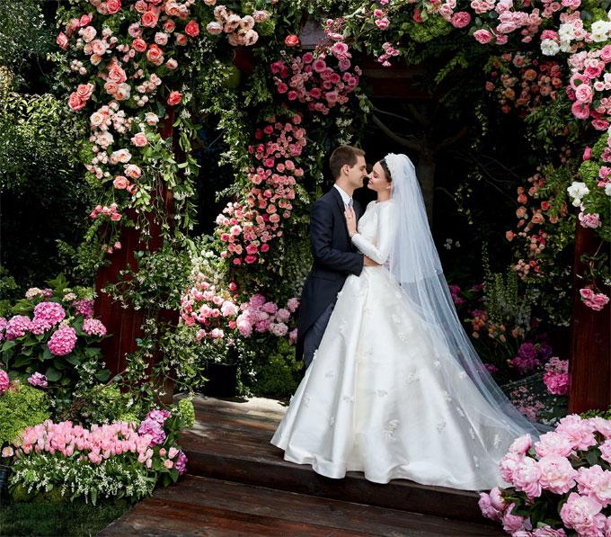 Miranda Kerr lộng lẫy kiêu sa giữa vườn hoa hồng trong loạt ảnh cưới đẹp lung linh - Ảnh 1.