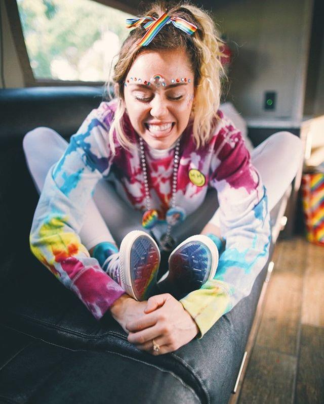 Miley Cyrus hợp tác với Converse ra mắt BST giày tôn vinh cộng đồng LGBT - Ảnh 3.