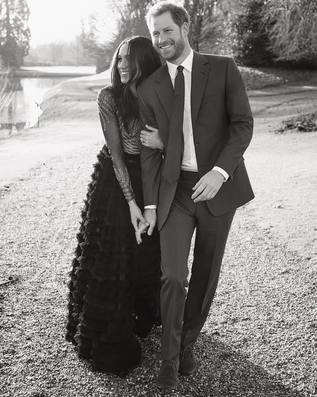 Hôn thê của hoàng tử Harry lại chơi lớn, mua hẳn váy 1,7 tỷ đồng để chụp ảnh đính hôn - Ảnh 1.