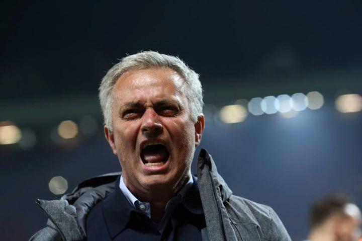 Mourinho ăn mừng như muốn khóc vì tấm vé chung kết - Ảnh 5.