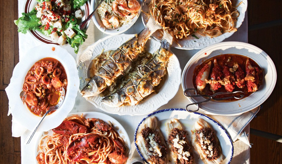 Đi vòng quanh thế giới xem mọi người ăn gì vào bữa tối Giáng Sinh - Ảnh 3.