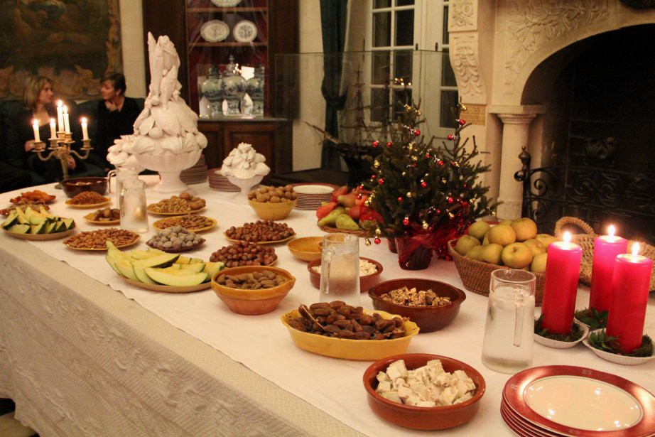 Đi vòng quanh thế giới xem mọi người ăn gì vào bữa tối Giáng Sinh - Ảnh 9.