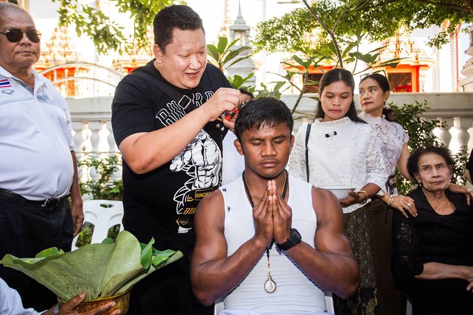 Vì sao Thánh Muay Thái Buakaw bất ngờ xuống tóc đi tu? - Ảnh 1.