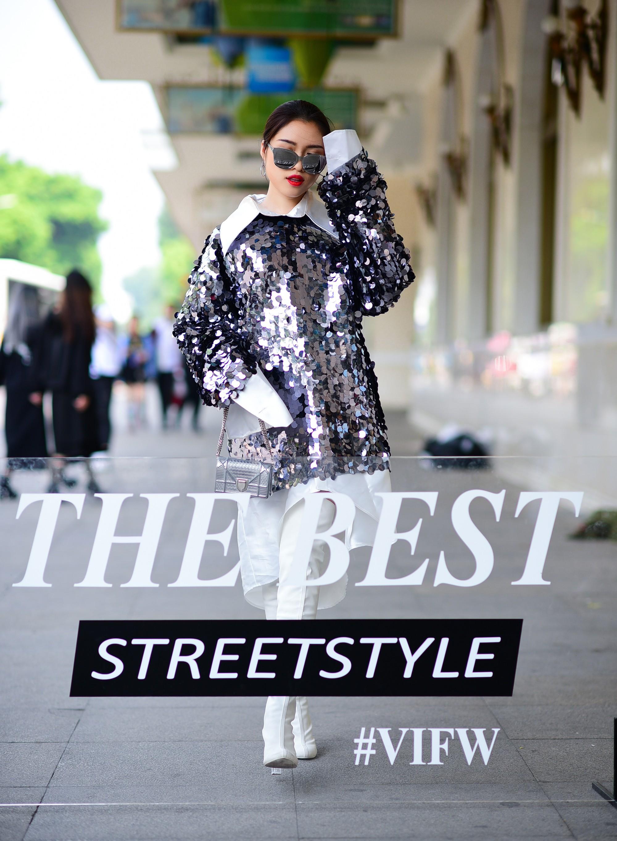 Street style VIFW ngày 4: Bộ tứ Vietnams Next Top Model diện tông trầm nhưng nổi bật, giới trẻ Hà Thành vẫn chung thủy với màu mè - Ảnh 3.