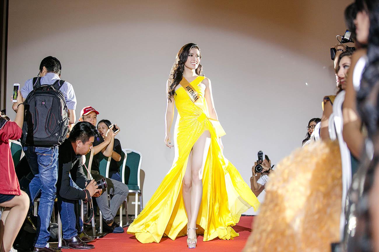 Xem trọn clip này để thấy thần thái của Huyền My đã chuẩn Hoa hậu, không còn mang hình bóng hot girl! - Ảnh 4.