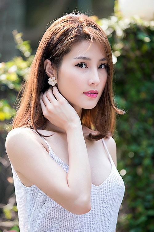 Chi Pu, Phạm Hương, HH Phương Nga cùng 15 nhan sắc Vbiz được báo Trung bầu chọn sở hữu vẻ đẹp điển hình - Ảnh 10.