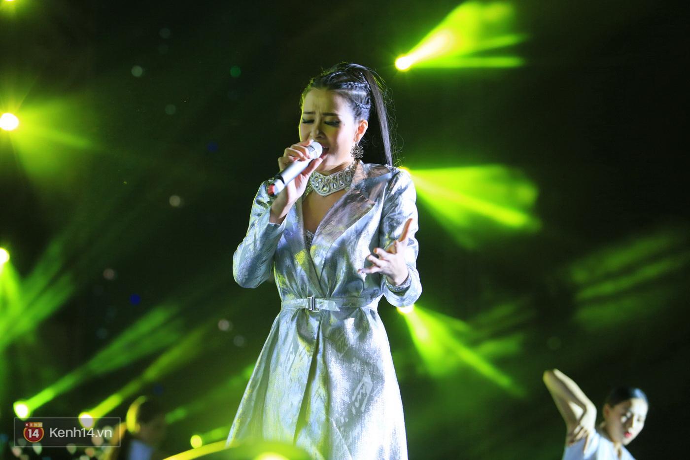 Bằng Kiều song ca Đông Nhi: Sân khấu kết hợp bất ngờ khiến cộng đồng fan dậy sóng - Ảnh 4.