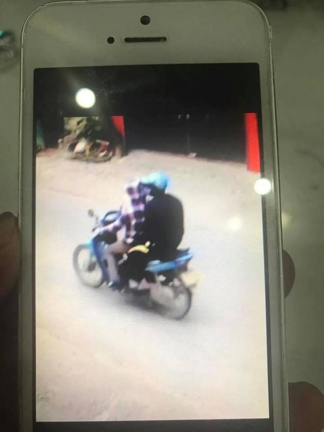 Vụ người phụ nữ chạy xe ôm bị sát hại ở Thái Nguyên: Camera ghi lại hình ảnh nạn nhân chở một nam thanh niên bịt kín mặt trước khi chết - Ảnh 2.