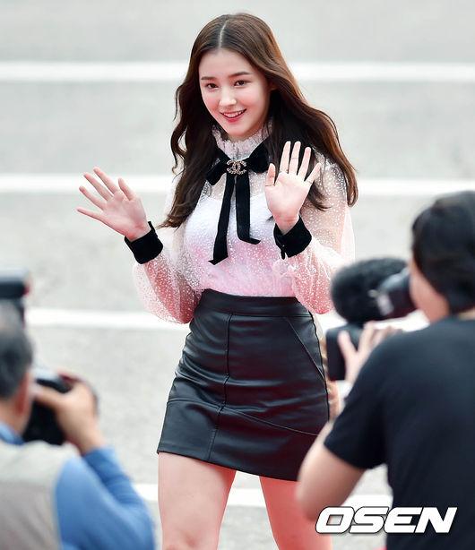 Thảm đỏ Korea Drama Awards: Hoa hậu Hàn đẹp nhất thế giới đẹp xuất sắc, nữ idol bỗng bật lên vì quá xinh - Ảnh 6.