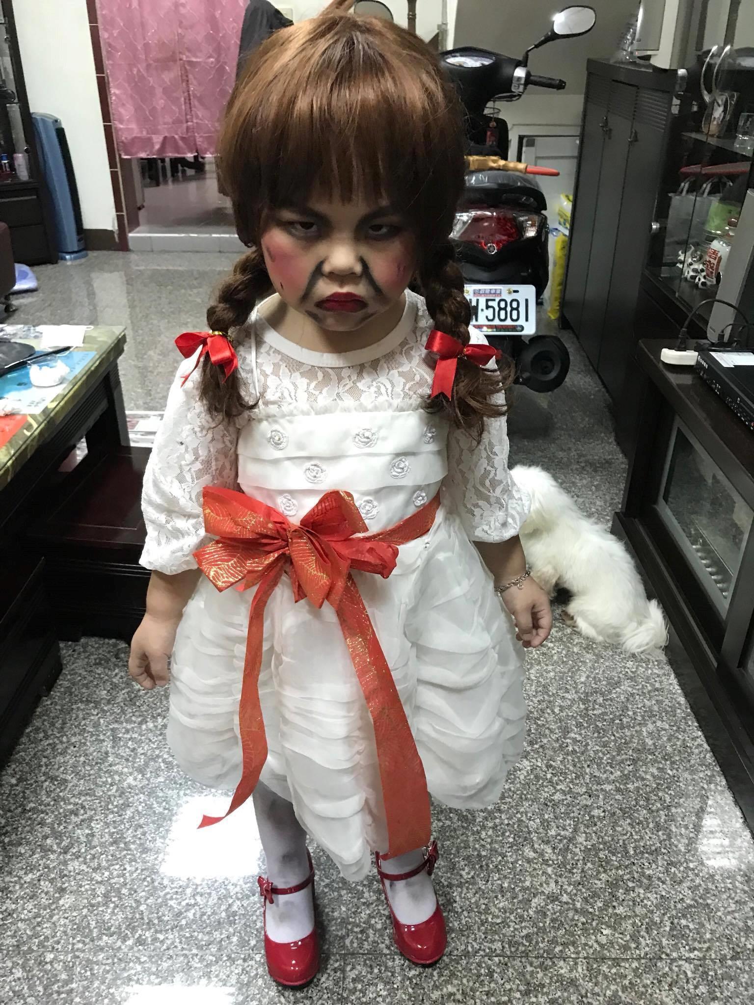 Khi Annabelle mọc râu và phải đi khám bệnh ngay sau bữa tiệc Halloween cùng các bạn - Ảnh 1.