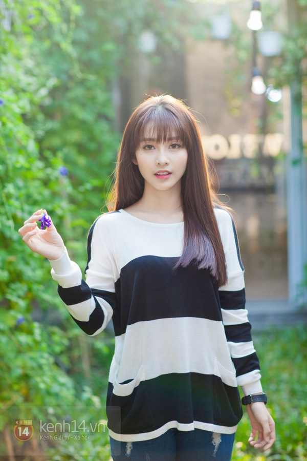 Khả Ngân (tên thật là Trần Thị Kim Ngân), sinh ngày 31/7/1997, nickname là Ngân Sushi. Có một thời, Khả Ngân cũng gây sốt trên diễn đàn, MXH xứ Trung