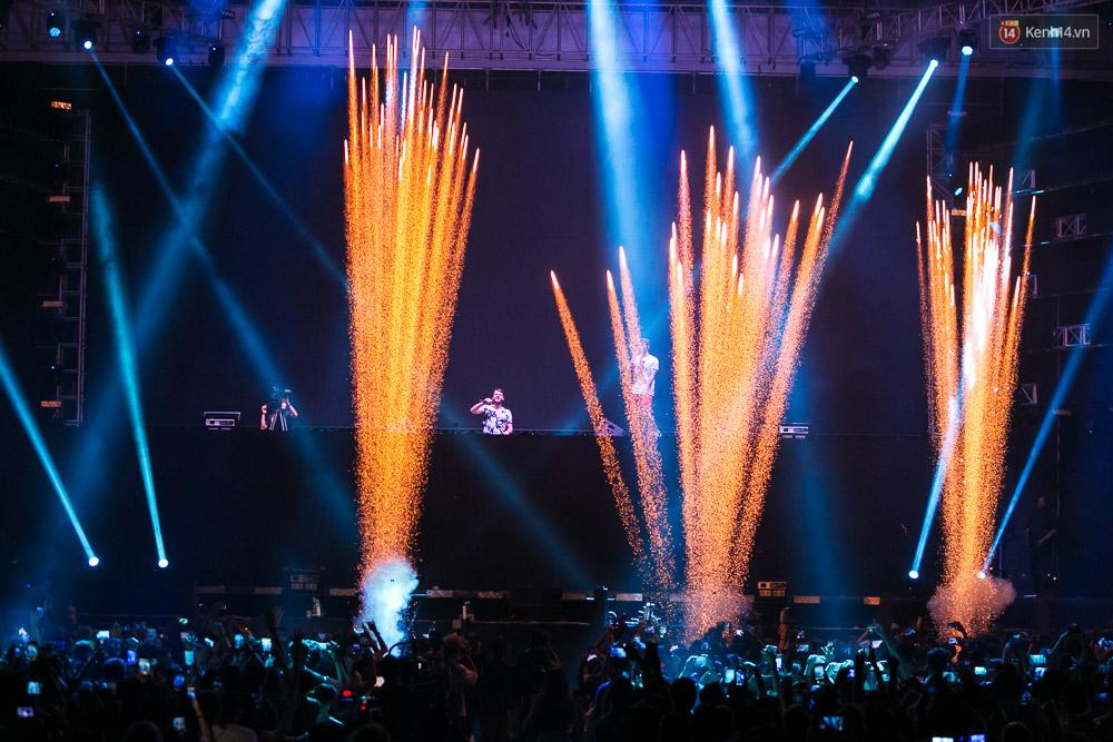 Đêm diễn The Chainsmokers: Chưa bao giờ Việt Nam có một show EDM xịn đét đến như vậy! - Ảnh 7.