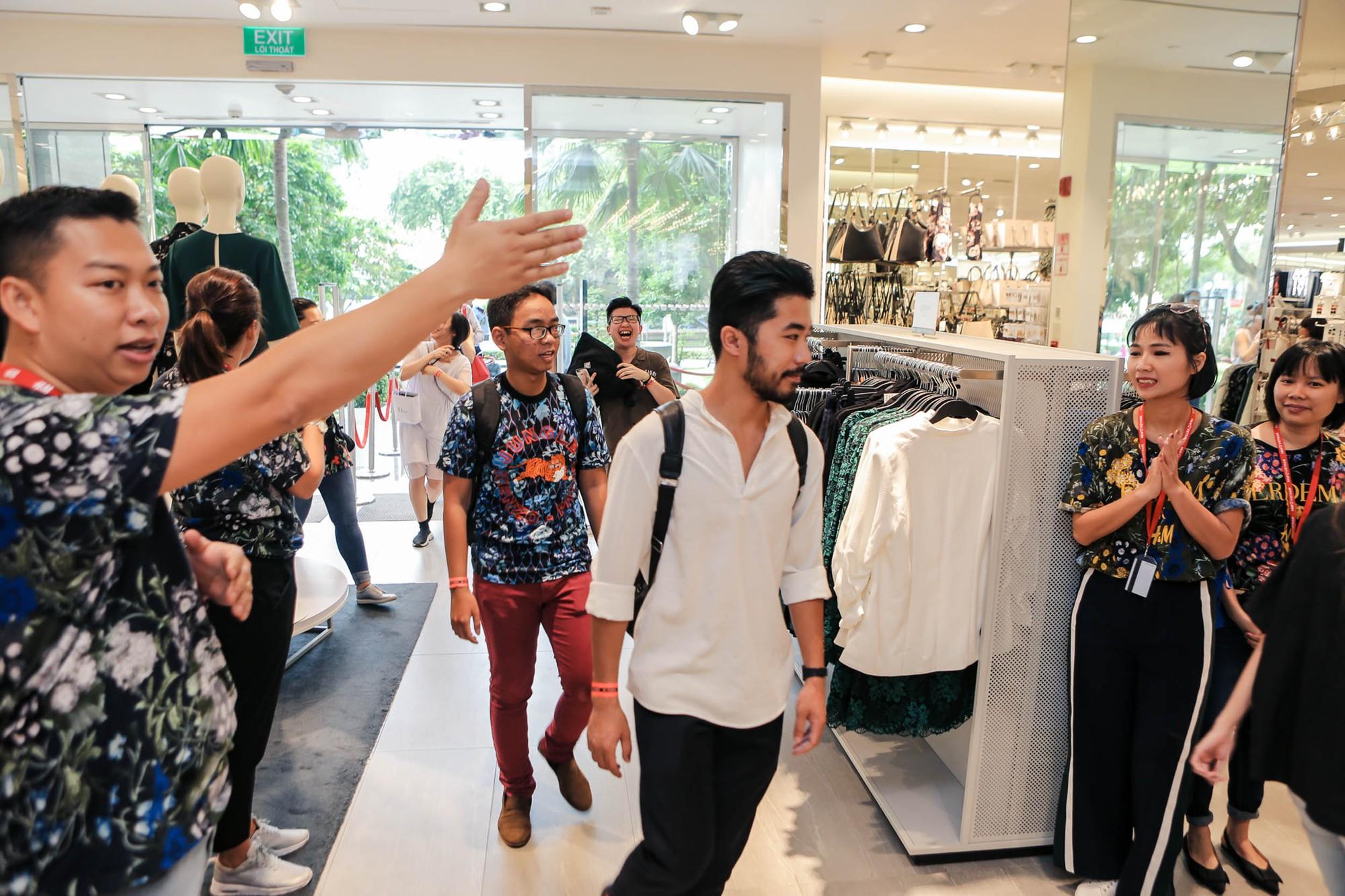 BST ERDEM x H&M chính thức được bày bán tại Vincom Đồng Khởi
