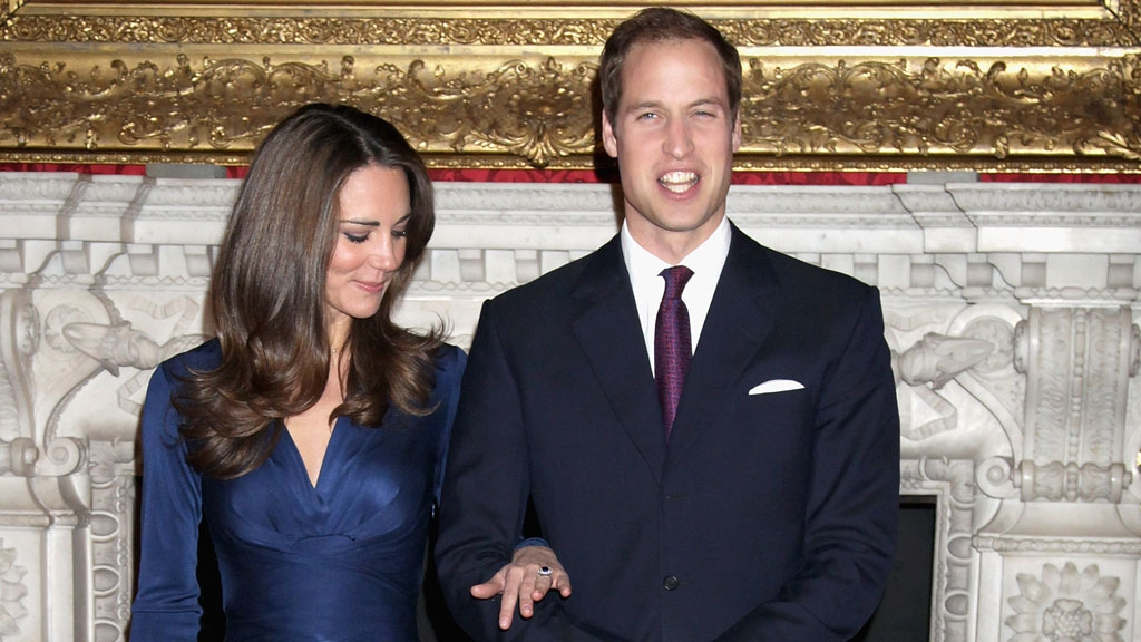 Câu chuyện ngọt ngào về chiếc nhẫn cầu hôn xinh đẹp trên tay công nương Kate Middleton - Ảnh 3.