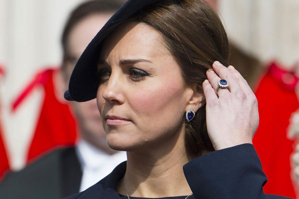 Câu chuyện ngọt ngào về chiếc nhẫn cầu hôn xinh đẹp trên tay công nương Kate Middleton - Ảnh 4.