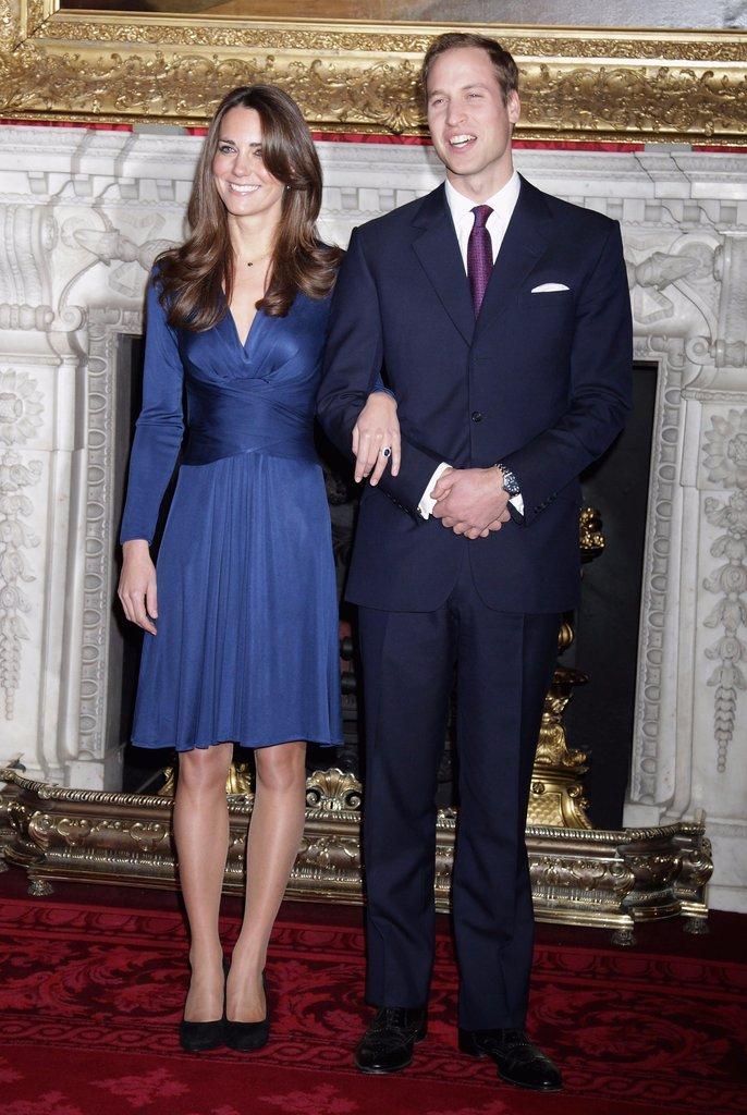 Câu chuyện ngọt ngào về chiếc nhẫn cầu hôn xinh đẹp trên tay công nương Kate Middleton - Ảnh 2.