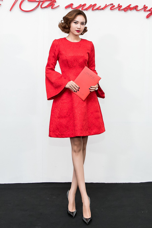 Angela Phương Trinh mang cả tổ chim lên đầu, nổi bật giữa dàn mỹ nhân tuyền màu đỏ của NTK Đỗ Mạnh Cường - Ảnh 19.