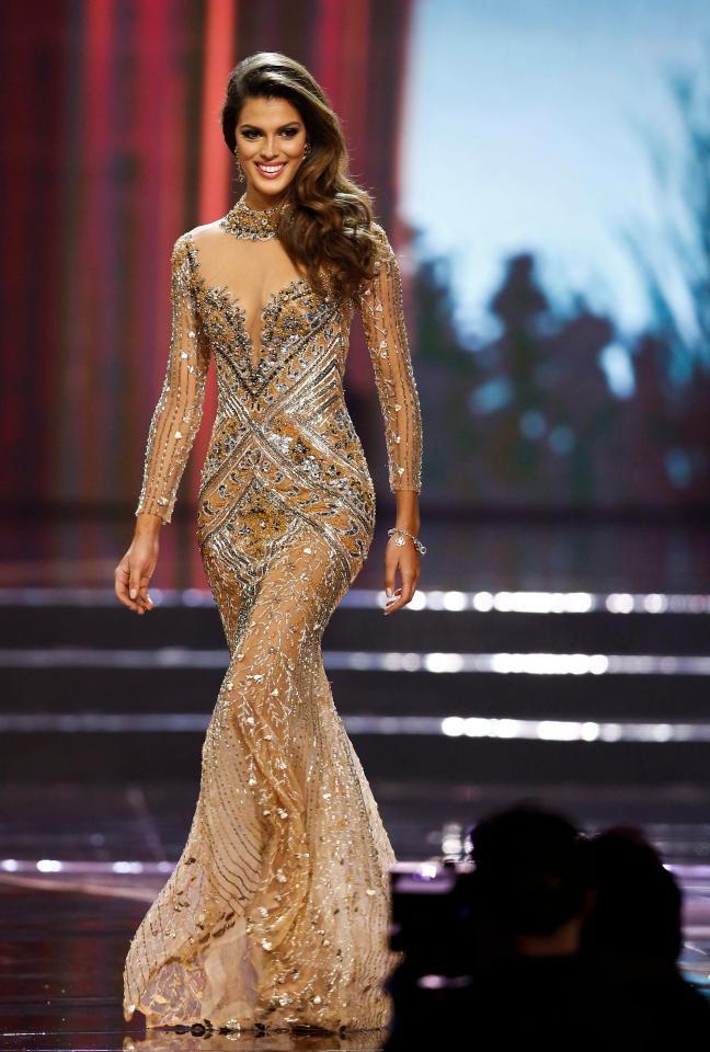 Tân Hoa hậu Hoàn vũ: Trên sân khấu lộng lẫy bao nhiêu, đời thường lại giản dị bấy nhiêu - Ảnh 1.