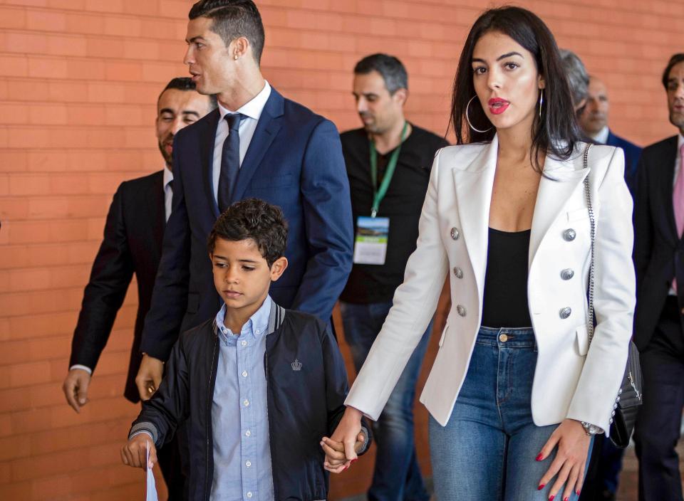 Ronaldo mới là anh hùng dân tộc đích thực - Ảnh 3.