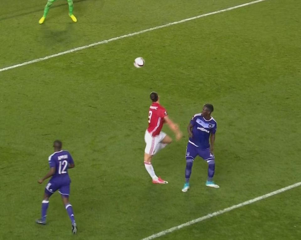 Chấn thương ghê rợn, Ibrahimovic có nguy cơ giải nghệ - Ảnh 1.