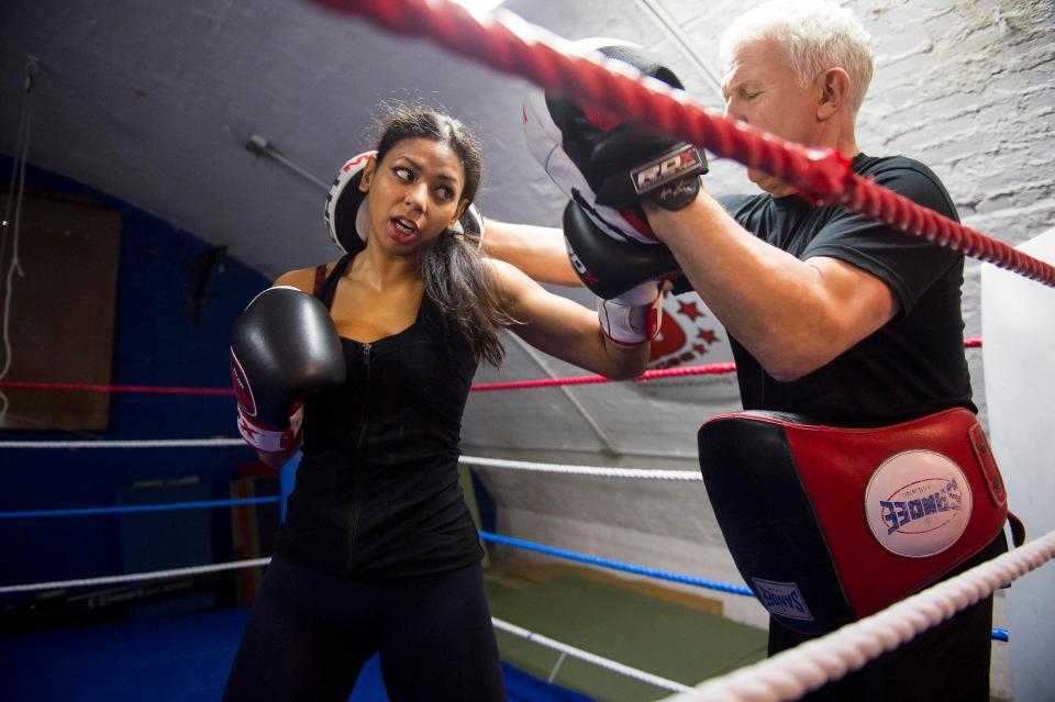 Cô gái Hồi giáo và hành trình đặc biệt trở thành nhà vô địch Kickboxing thế giới - Ảnh 1.