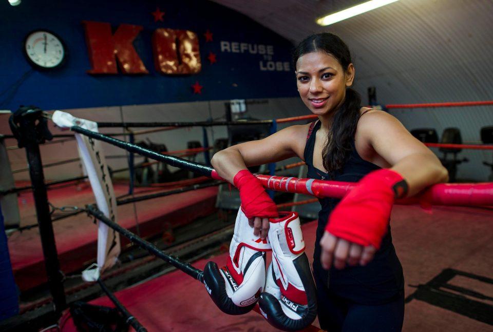 Cô gái Hồi giáo và hành trình đặc biệt trở thành nhà vô địch Kickboxing thế giới - Ảnh 2.