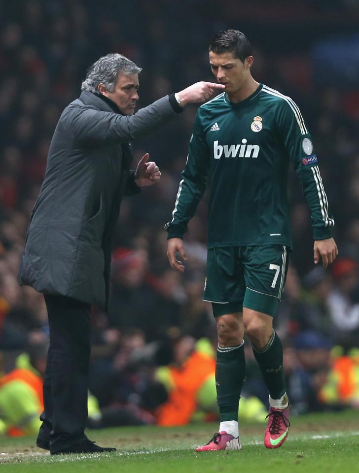 Mourinho từng nói Ronaldo là đồ vô học - Ảnh 2.