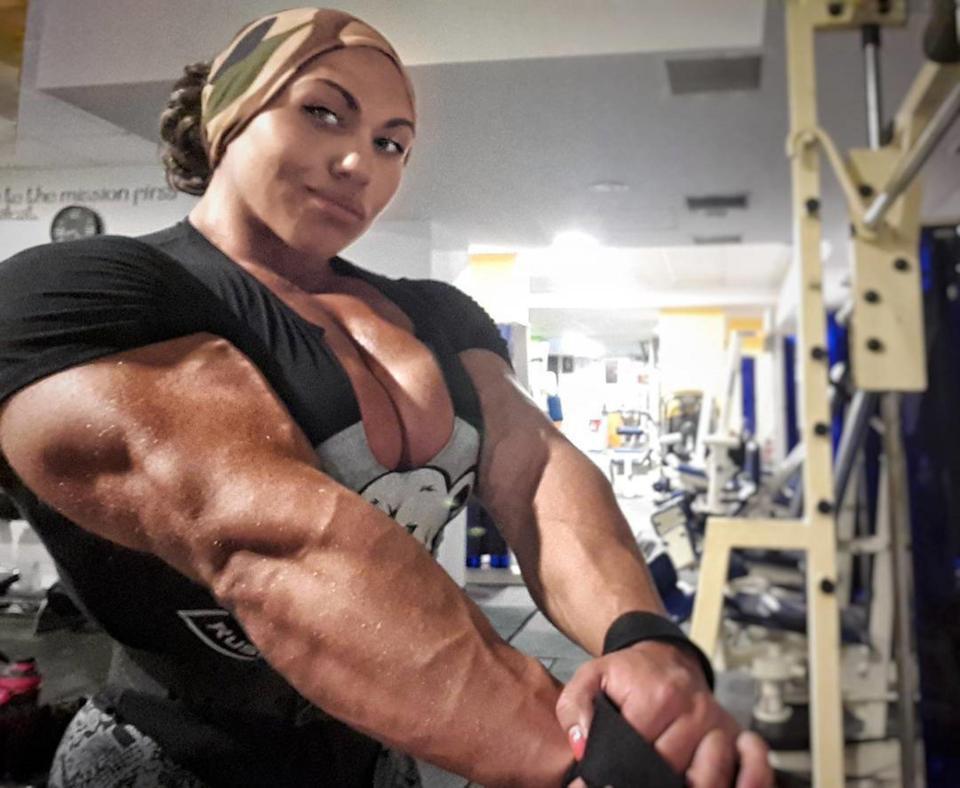 Cơ bắp cuồn cuộn của nữ VĐV thể hình vô địch châu Âu - Ảnh 3.