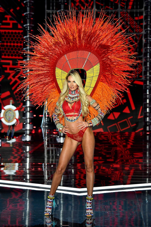 HOT: Victorias Secret Fashion Show 2017 đẹp ngoài sức tưởng tượng, Lais Ribeiro quá lộng lẫy với Fantasy Bra 2 triệu USD - Ảnh 2.