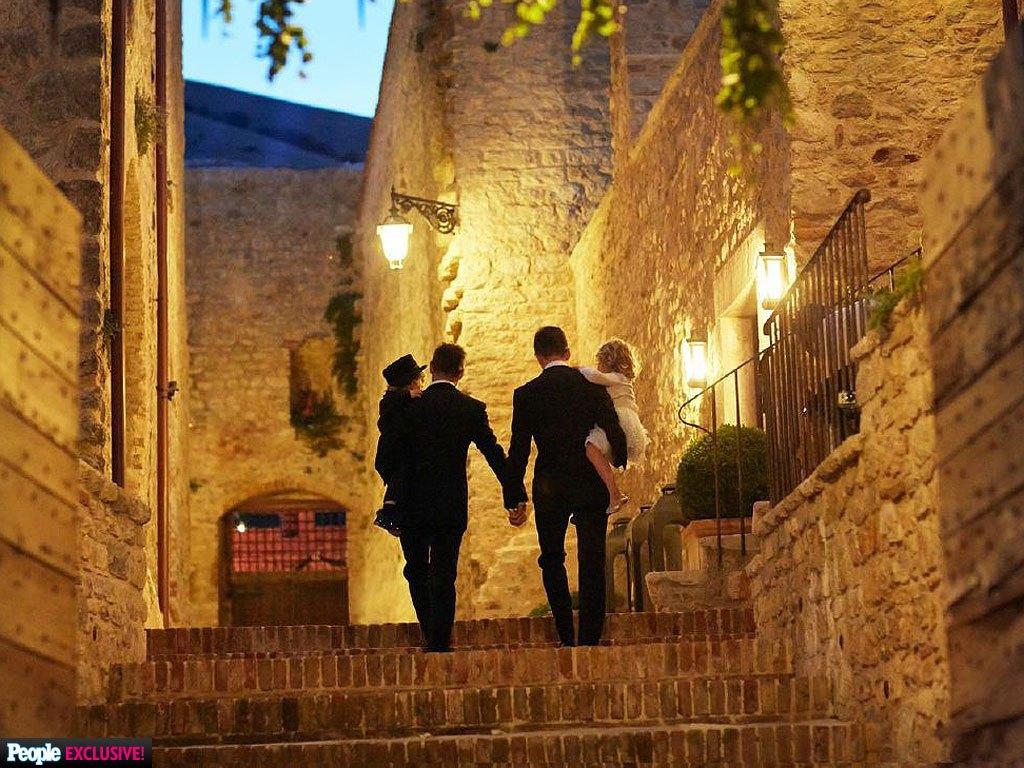 Trước Hồ Vĩnh Khoa, cũng đã có nhiều đám cưới đồng tính đẹp như mơ của sao thế giới - Ảnh 12.
