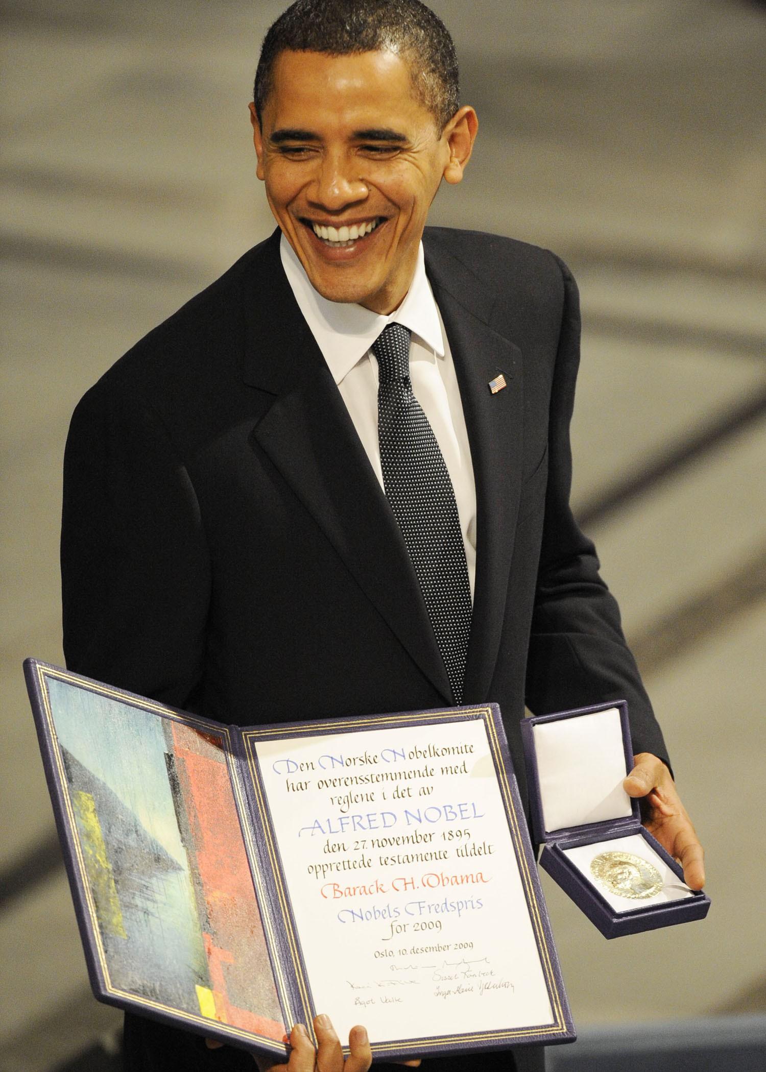 Số phận những món quà ngoại giao sẽ đi về đâu khi không phải tài sản riêng của Tổng thống Mỹ? - Ảnh 3.