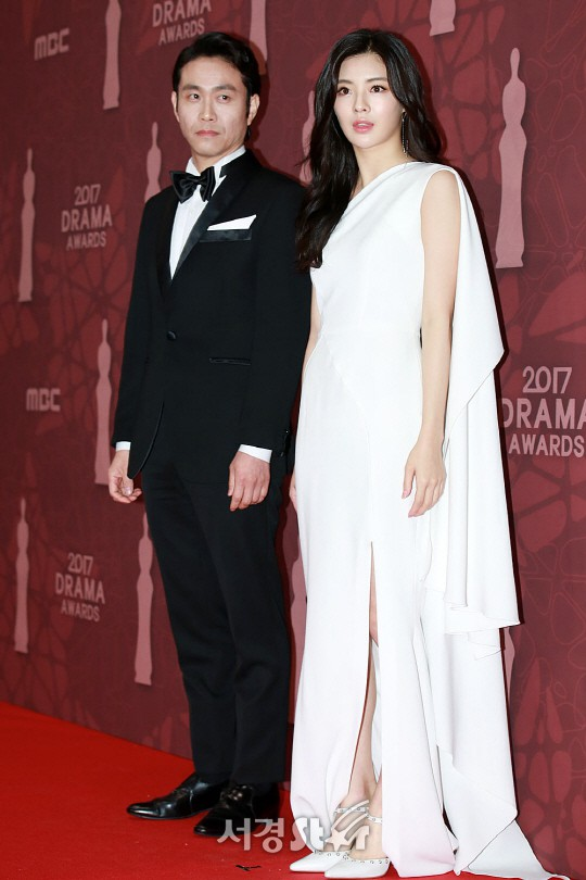 Thảm đỏ MBC Drama Awards hội tụ 30 sao khủng: Rắn độc Hyoyoung cúi người khoe ngực đồ sộ, chấp hết dàn mỹ nhân hạng A - Ảnh 33.