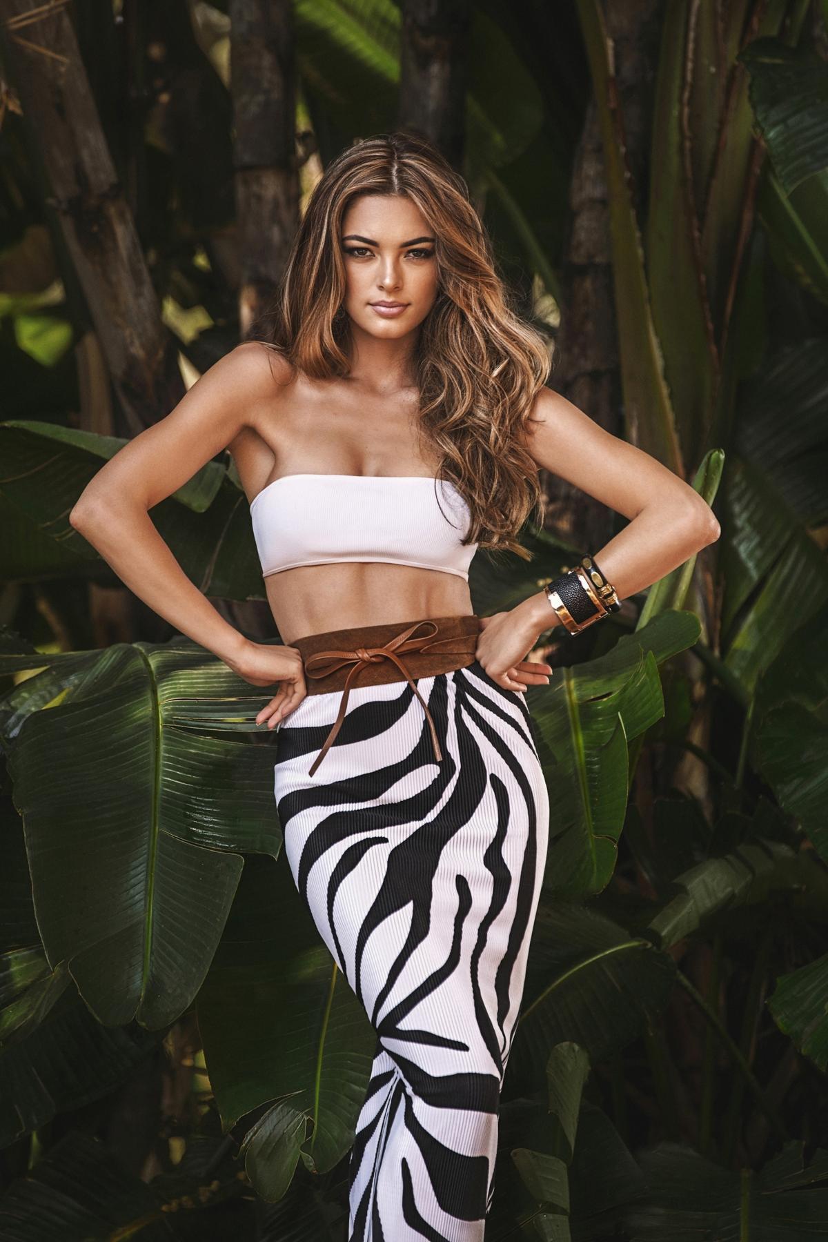 Hoa hậu của 6 cuộc thi lớn nhất thế giới năm 2017: Người đẹp tuyệt trần, kẻ thì bị chê là thảm họa - Ảnh 2.