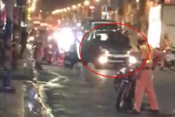 TP.HCM: Tài xế ô tô say xỉn tông vào xe đặc chủng CSGT rồi bỏ chạy - Ảnh 1.