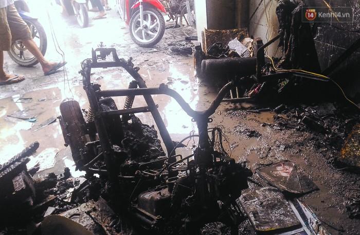 """Tài xế lái xe tải tông sập cửa nhà đang cháy để cứu người ở Sài Gòn: """"Tôi nghĩ chỉ còn cách đó mới phá được cửa"""" - Ảnh 3."""