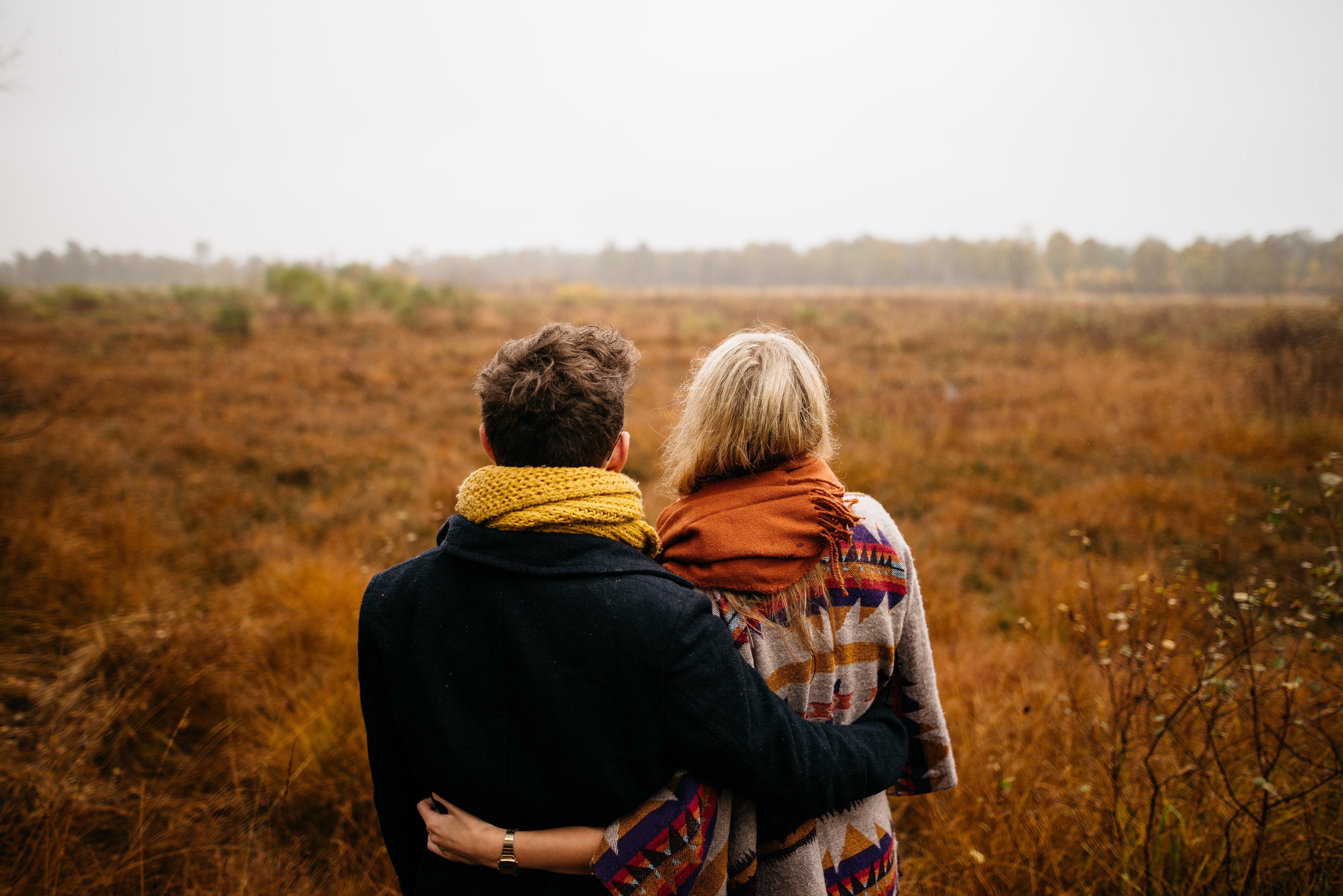 10 việc cần hiểu khi bạn yêu một người có gia đình không hạnh phúc - Ảnh 2.