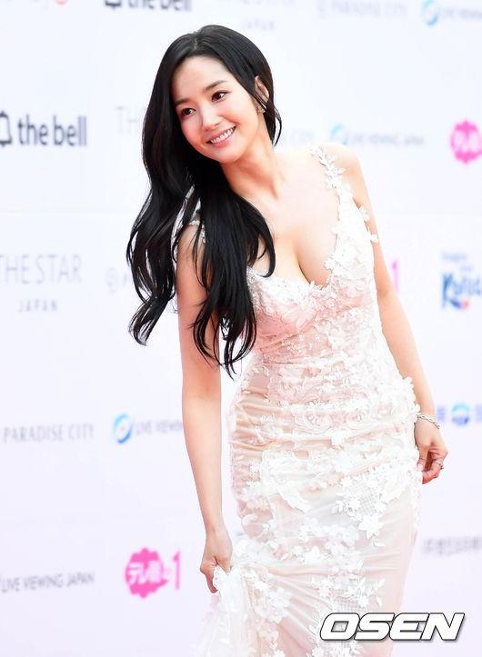 Asia Artist Awards bê cả showbiz lên thảm đỏ: Yoona, Suzy lép vế trước Park Min Young, hơn 100 sao Hàn lộng lẫy đổ bộ - Ảnh 10.