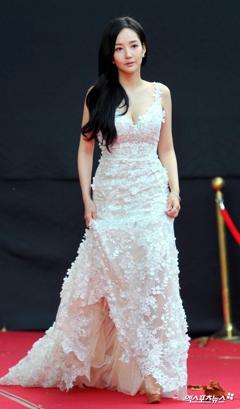 Asia Artist Awards bê cả showbiz lên thảm đỏ: Yoona, Suzy lép vế trước Park Min Young, hơn 100 sao Hàn lộng lẫy đổ bộ - Ảnh 6.