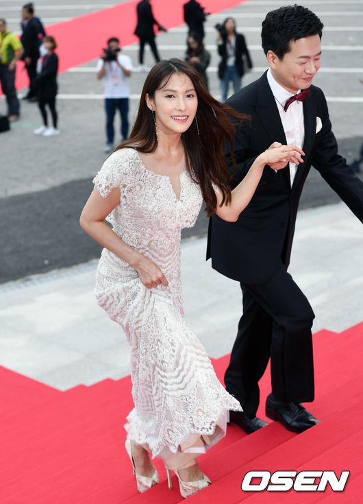 Thảm đỏ Korea Drama Awards: Hoa hậu Hàn đẹp nhất thế giới đẹp xuất sắc, nữ idol bỗng bật lên vì quá xinh - Ảnh 10.