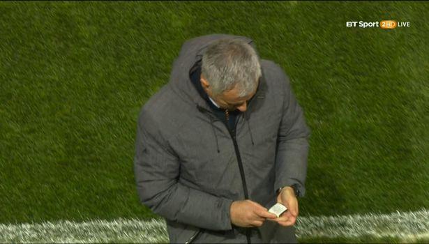 Mourinho có bùa may mắn để giúp Man Utd chiến thắng? - Ảnh 1.