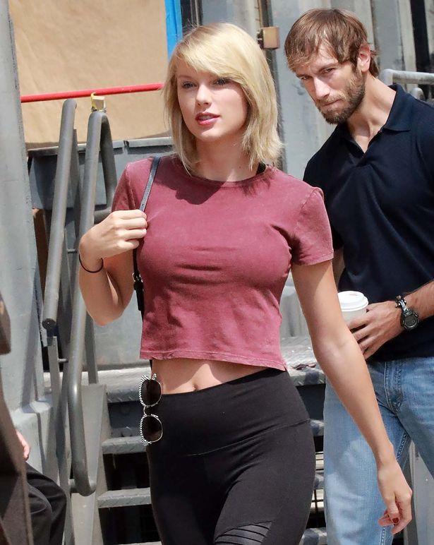 Lâu ngày mới xuất hiện, vòng 1 của Taylor Swift lại phổng phao hơn trước - Ảnh 8.