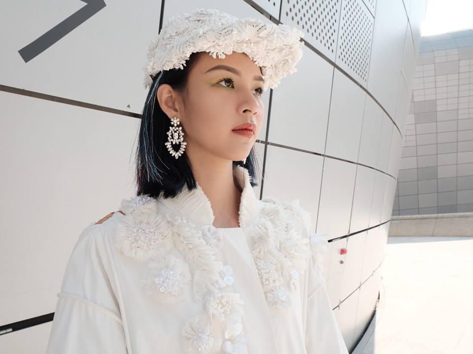 Hoàng Ku diện 700 triệu lên người, Phí Phương Anh mang Em Hoa đến chào sân Seoul Fashion Week - Ảnh 1.