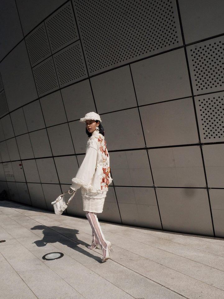 Hoàng Ku diện 700 triệu lên người, Phí Phương Anh mang Em Hoa đến chào sân Seoul Fashion Week - Ảnh 3.