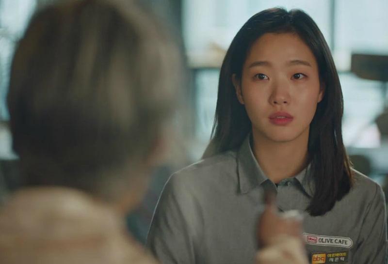 """Lại một giả thiết """"sốc não"""" của Goblin: Eun Tak được sinh ra là nhờ hồn ma gian thần Park? - Ảnh 2."""