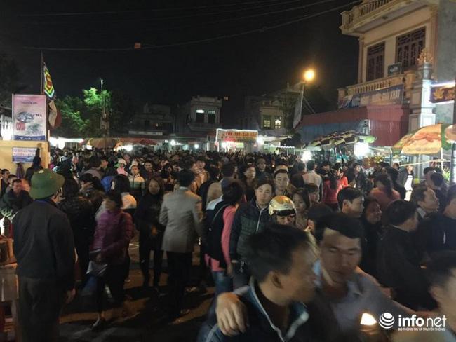 Chợ Viềng Nam Trực: Tắc đường Chợ Viềng, Hiệu Trưởng Xin Cho Học Sinh Nghỉ Học