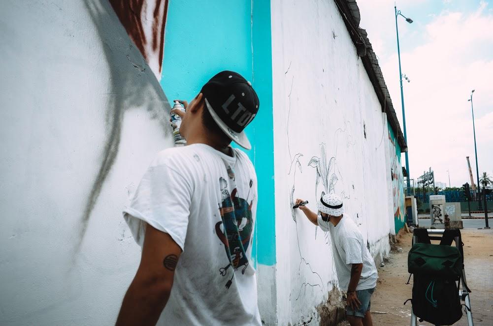 Biến hóa 17 bức tường trong con hẻm Sài Gòn thành những bức vẽ graffiti thú vị về loài tê giác - Ảnh 1.
